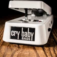 Dunlop 105Q Cry Baby Bass Wah Pedal - Free Shipping