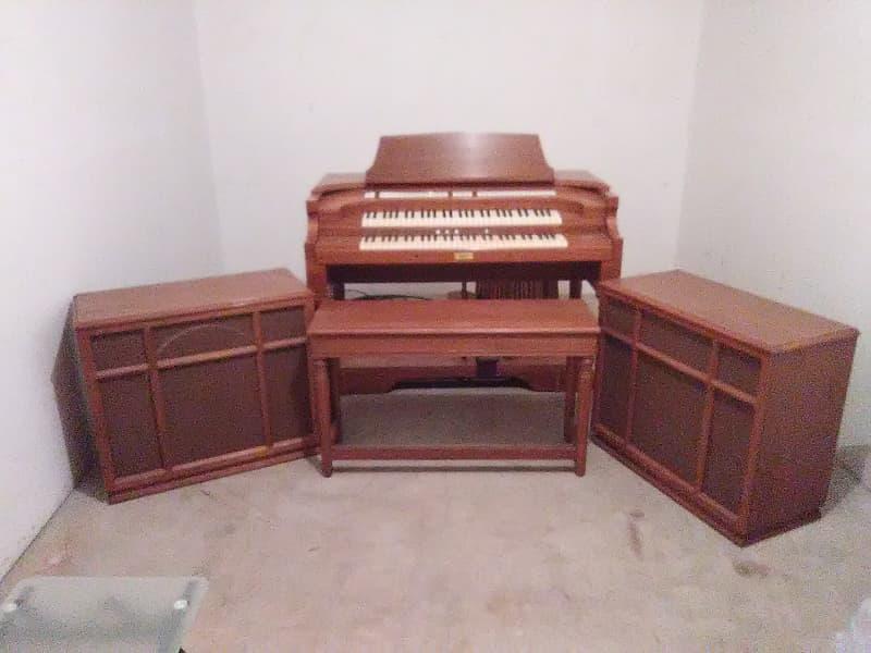 Allen Organ Sheraton Early 1960's Walnut   Smith Electronics