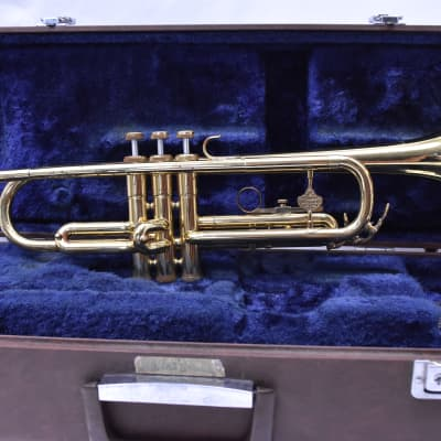 HOLTON T602 TRUMPET W/CASE AND MOUTHPIECE SN 003688
