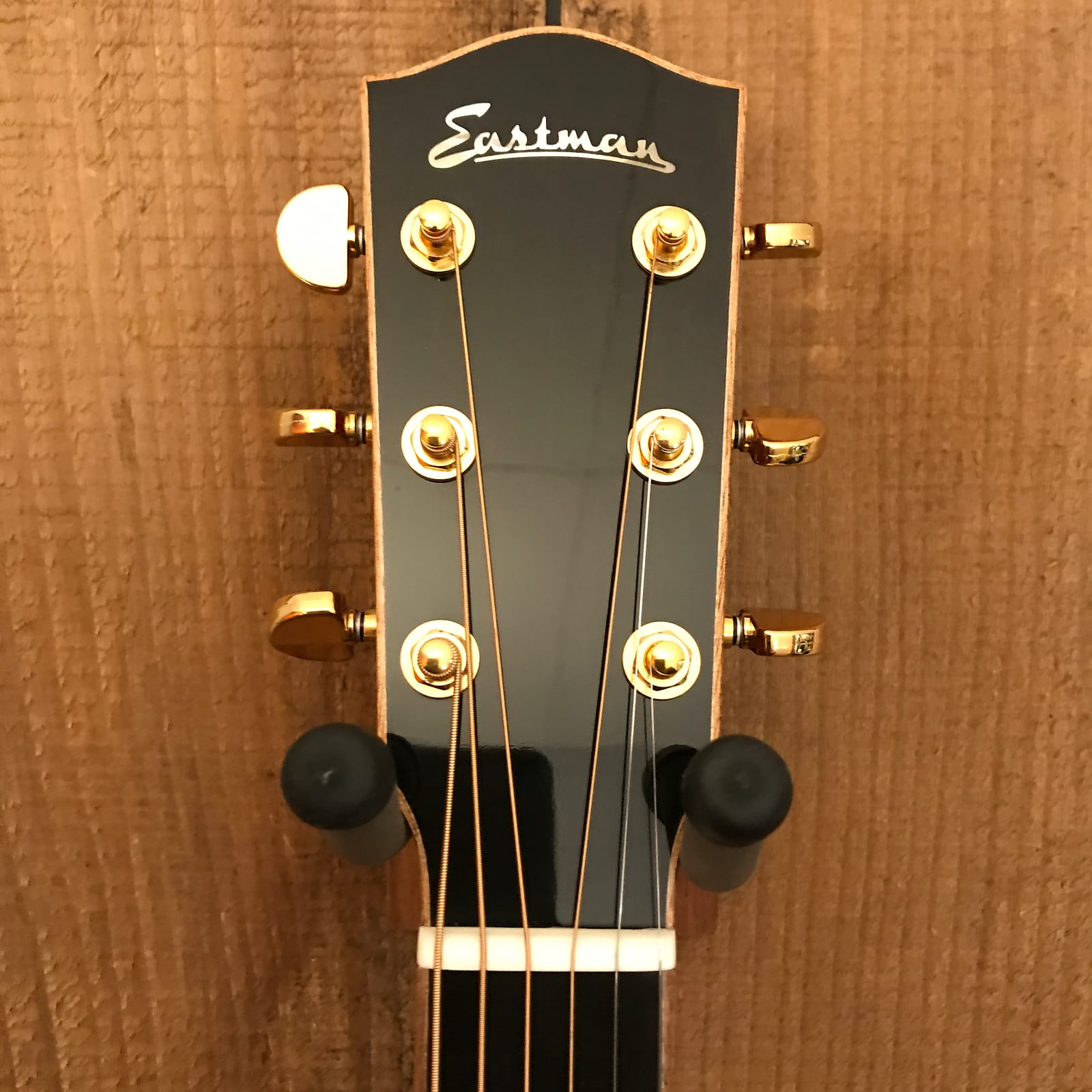 Eastman AC522CE Cutaway Grand Auditorium Acoustic Electric Natural w/ Hard Case