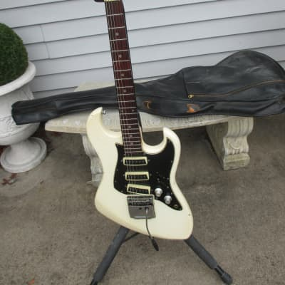 Tempo 3 Pick up White Electric Guitar for sale