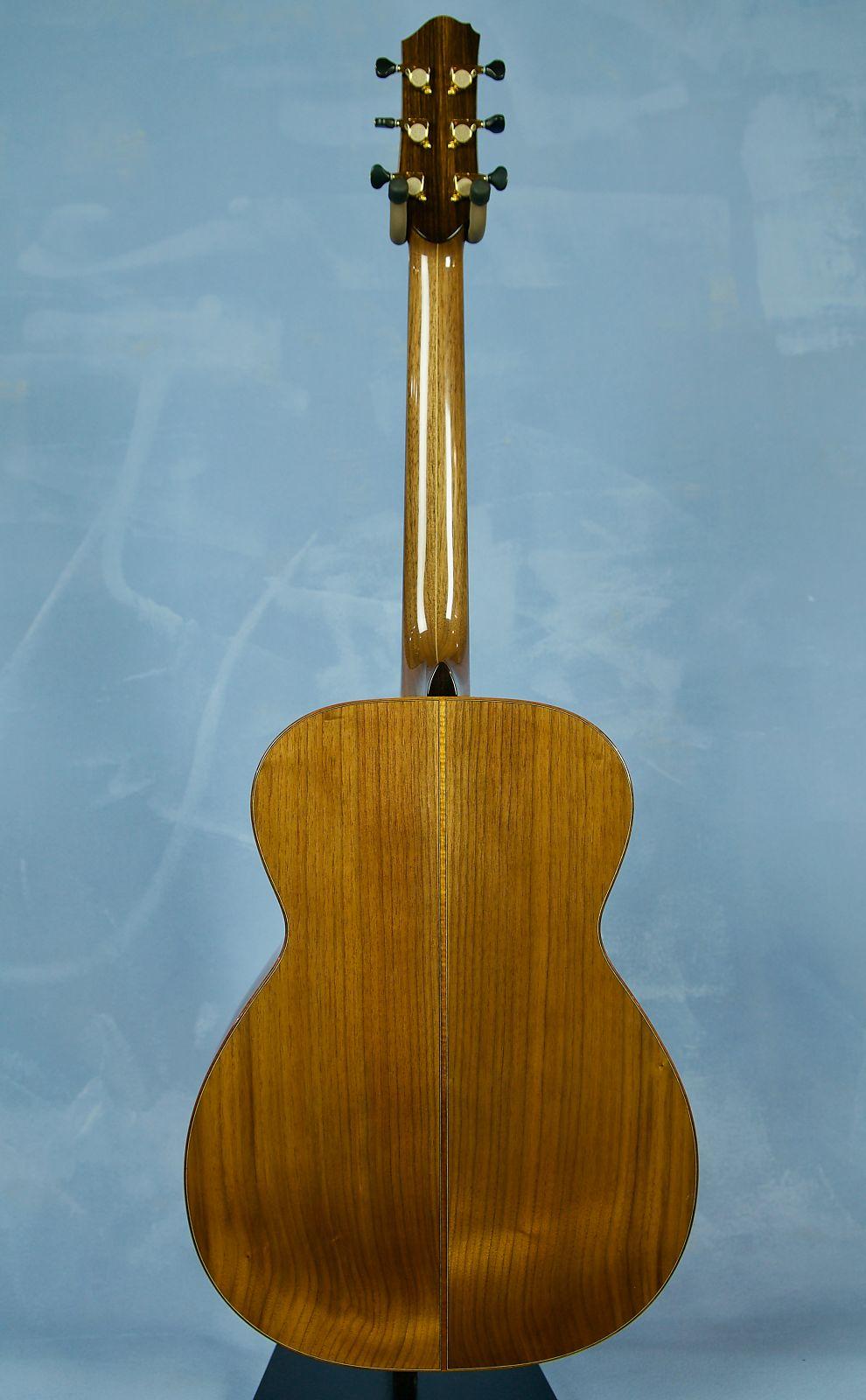Beneteau Guitars OM - Black Walnut / Red Cedar