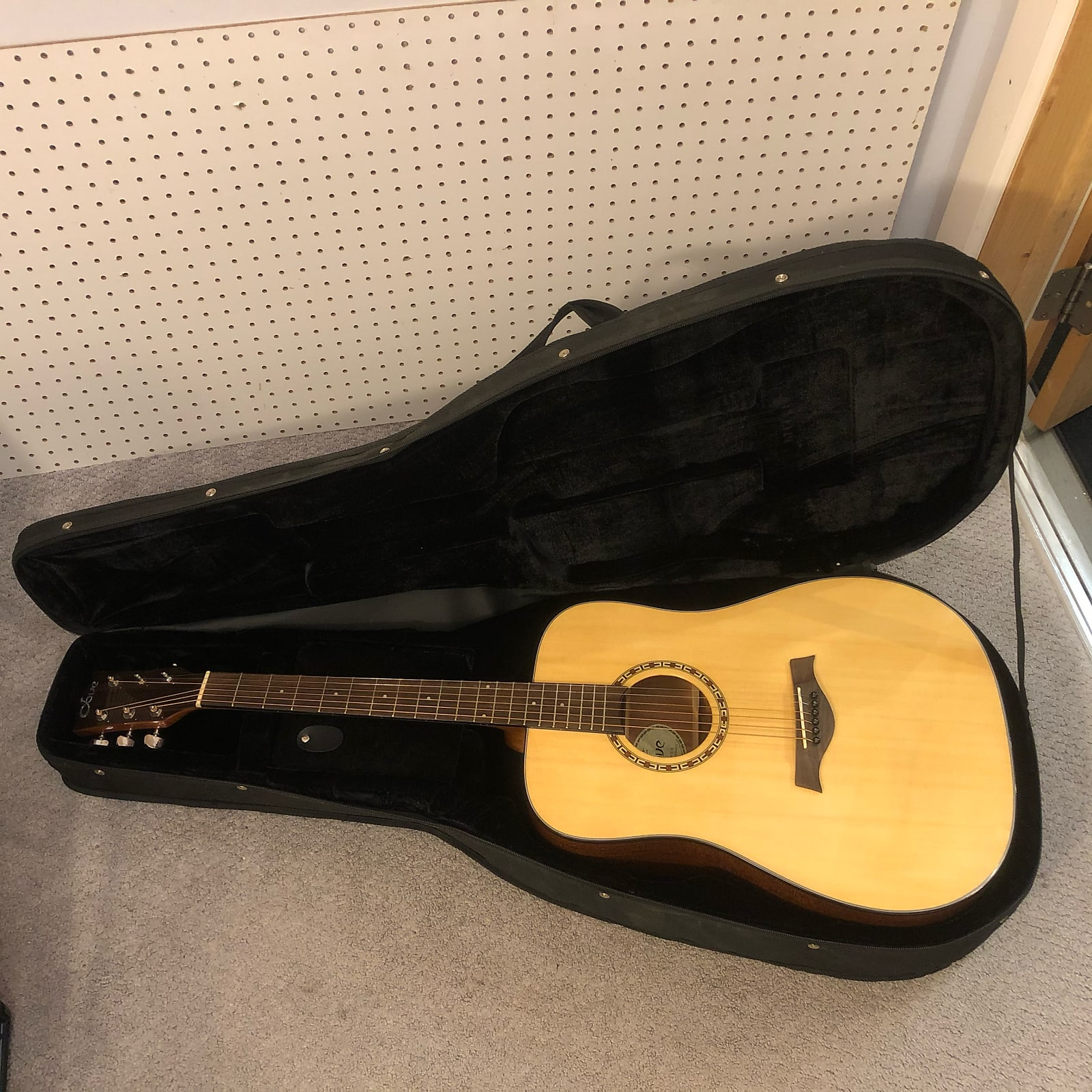 Dove DD-22NG Dreadnought Acoustic Guitar Natural w/ Polyfoam Case