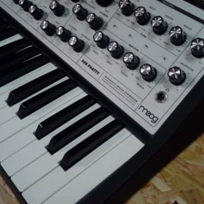 Moog Sub Phatty with Synthonia Library ( Boxed )