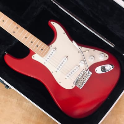 Fender Highway One Stratocaster Crimson Red 2004 with Flightcase for sale