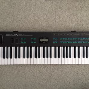 Yamaha DX27 61-Key Digital Programmable Algorithm Synthesizer
