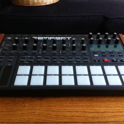 Dave Smith Instruments Tempest Analog Drum Machine 2100 --> 2000