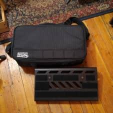 "Gator Small Aluminum Pedalboard with Bag 15.75""x7"" Black"