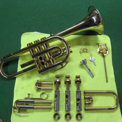 Huttl  Cornet - Chris Kratt 1979 - Nickle SIlver Bell Model, Original Case and  Chris Kratt MP