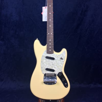 Fender American Performer Mustang in Vintage White with Rosewood Fretboard for sale