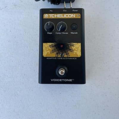 TC Helicon Voicetone T1 Adaptive Tone & Dynamics Vocal Effect Pedal + PSU