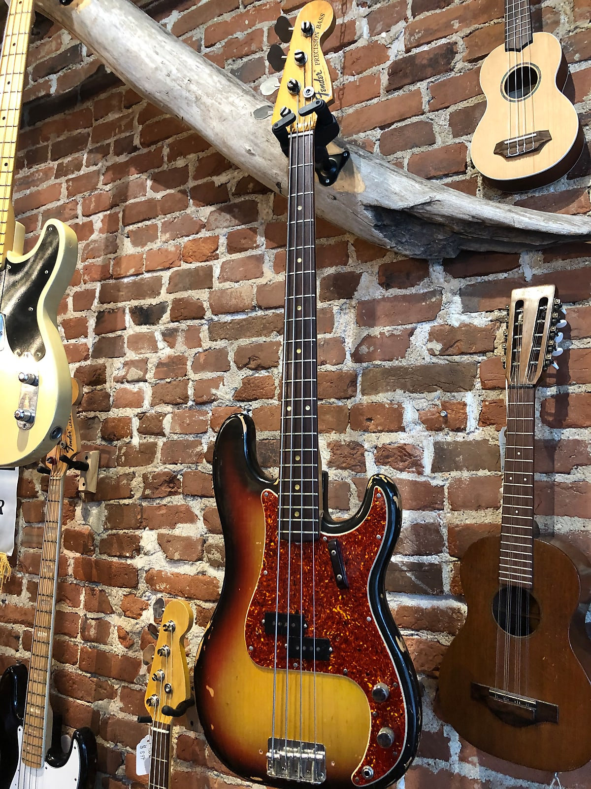 1971 Fender P-Bass Sunburst w/OHSC (8lbs 0oz)