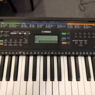 Yamaha PSR-E253 61-Key Portable Keyboard 2017
