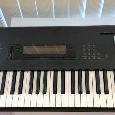 "Korg M1 61-Key Synth Music Workstation w/ rare ""Synth 1"" card, EX sounds"