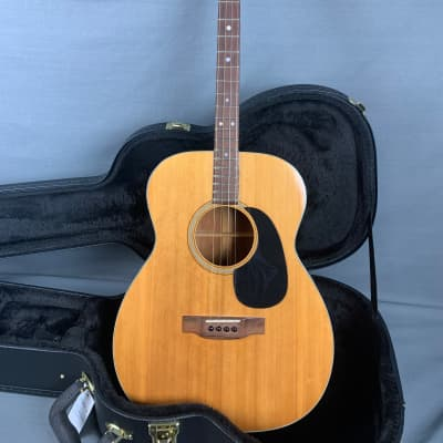 Martin  018 T with New Hardshell case  1971  Natural