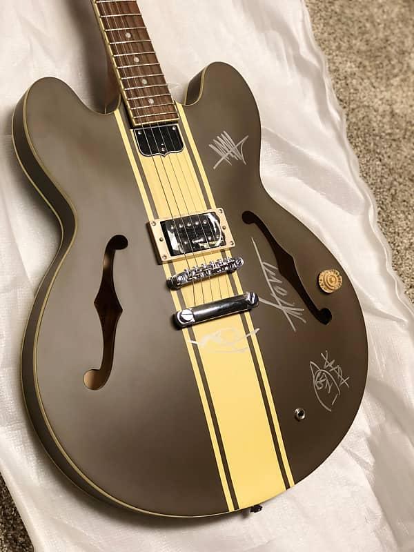 signed tom delonge guitar epiphone es 333 2003 brown reverb. Black Bedroom Furniture Sets. Home Design Ideas