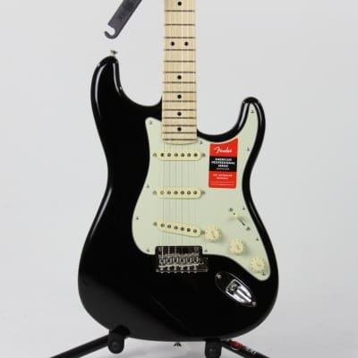 Fender American Professional Stratocaster Maple Fingerboard 2020 Black
