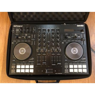Roland  DJ-707M  + Magma case
