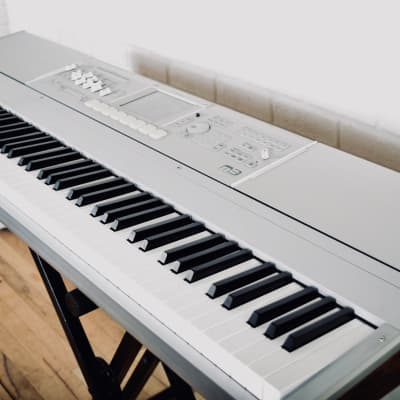 Korg M3 88 key piano keyboard synthesizer in Excellent condition-stage synth