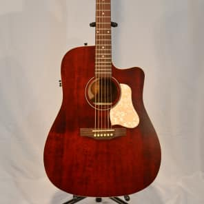 Art & Lutherie Americana Dreadnought CW QIT Tennessee Red