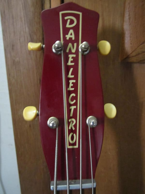 , Danelectro Longhorn 4 string Bass Guitar, Best In Bass Guitars .Com, Best In Bass Guitars .Com