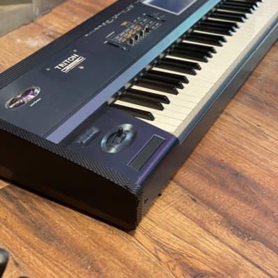 Korg Triton Extreme 88 Keyboard (UH-505)