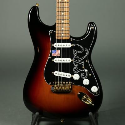 Fender Stevie Ray Vaughan Stratocaster - 3-Tone Sunburst image