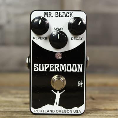 Mr. Black SuperMoon Reverb
