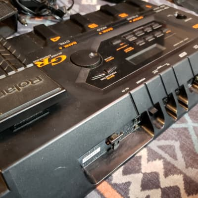 Roland GR-33 Guitar Synthesizer w/2 GK pickups