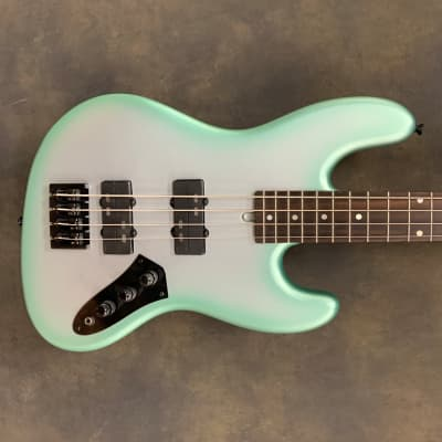 """Pat Wilkins  Road Tested Marlin J4 Classic 32"""" Scale 4 String Bass 2020 Matte Silver Mint"""