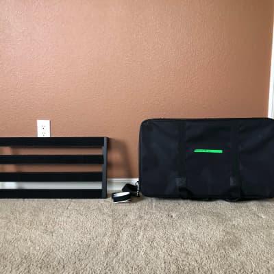 "Pedaltrain Classic 2 SC 24""x12.5"" Pedalboard with Soft Case Black"