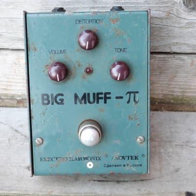 Electro-Harmonix Big Muff Russian bubble font  green