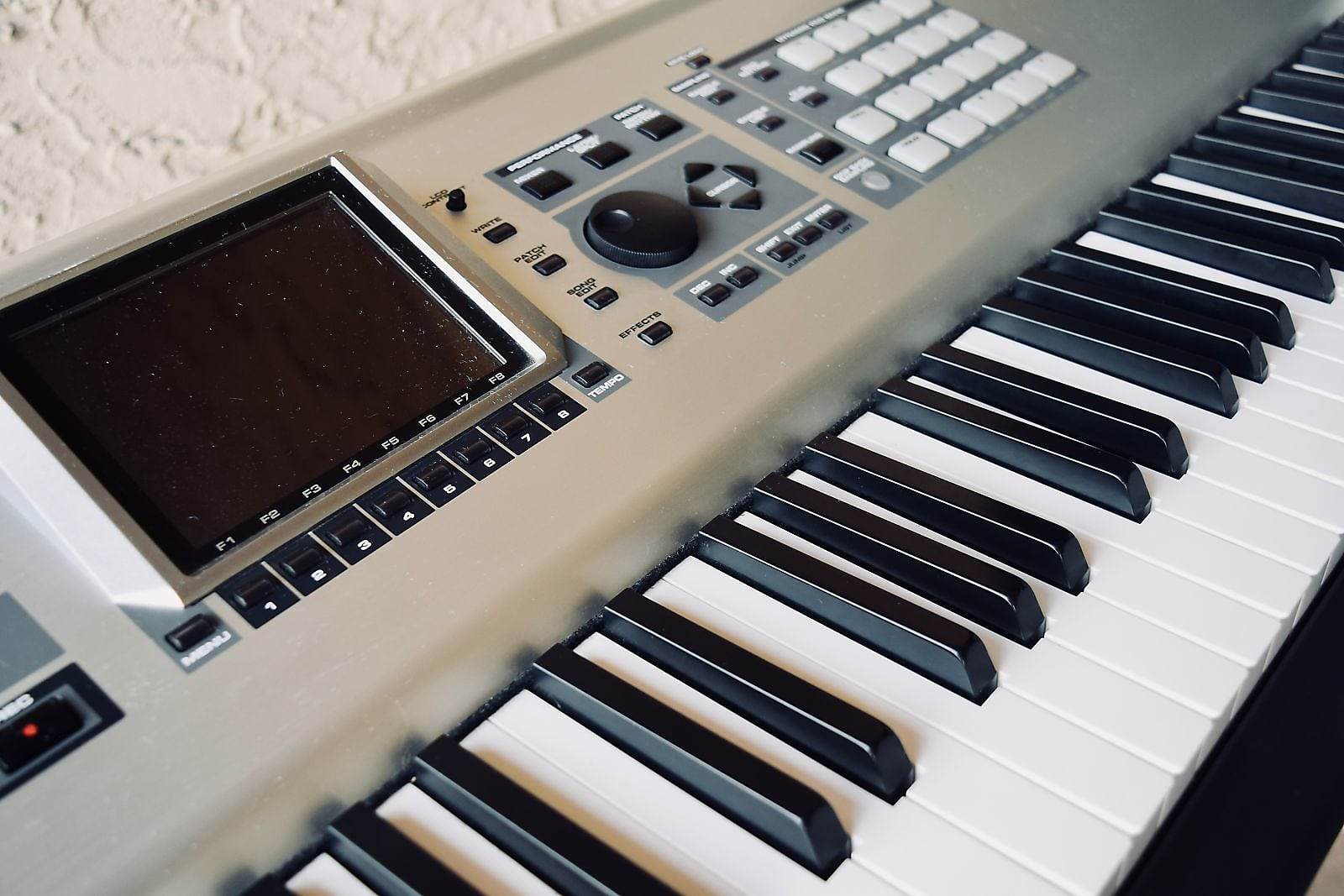 roland fantom x8 88 key piano keyboard synthesizer near mint synth for sale. Black Bedroom Furniture Sets. Home Design Ideas