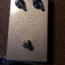Jerms Italian Tonebender Vox Tone Bender Replica Fuzz Pedal Silver Hammerite