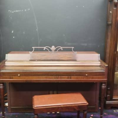 Wurlitzer Starter Piano   Walnut