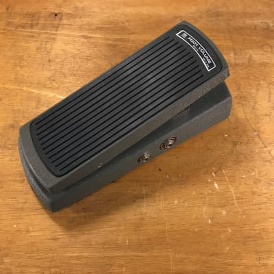 Roland FV-1- A beautiful classic volume pedal- can be used with DC-30 or drum machines, guitars etc.