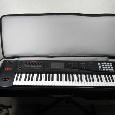 Roland FA-06 61-Key Music Workstation with Padded Gig Bag 2010's Black