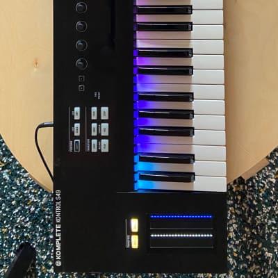 Native Instruments Komplete Kontrol S49 Keyboard Controller