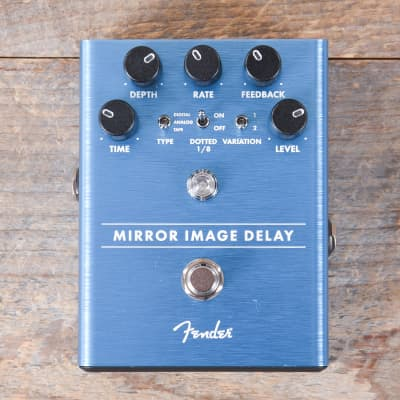 Fender Mirror Image Delay Pedal MINT for sale