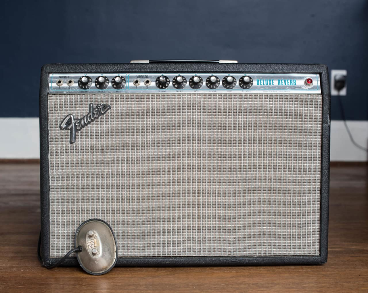 fender deluxe reverb 1977 with footswitch reverb. Black Bedroom Furniture Sets. Home Design Ideas