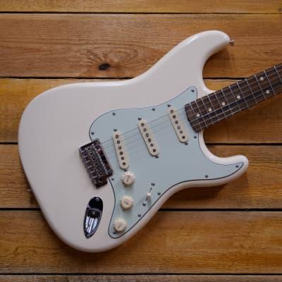 Fender Vintera '60s Stratocaster Modified -  White