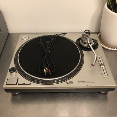 VINTAGE 1980 Technics SL-1200MK2 direct-drive DJ turntable