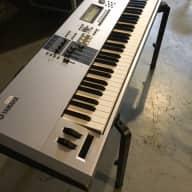 Yamaha Motif ES 8 gris
