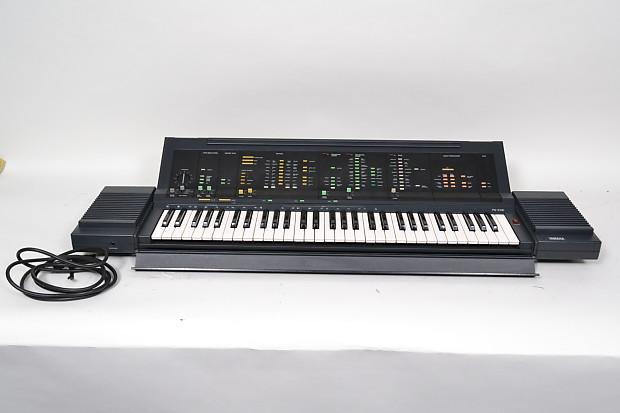 Yamaha Portatone Electronic Keyboard PS 6100 W CASE EXCELLENT