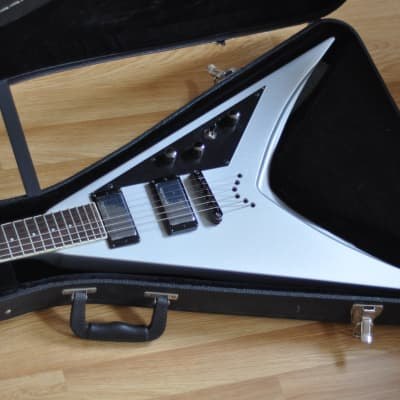 ESP LTD DV8-R Dave Mustaine Signature in Metallic Silver - MINT !! (KV1 King V VMNT - like) for sale