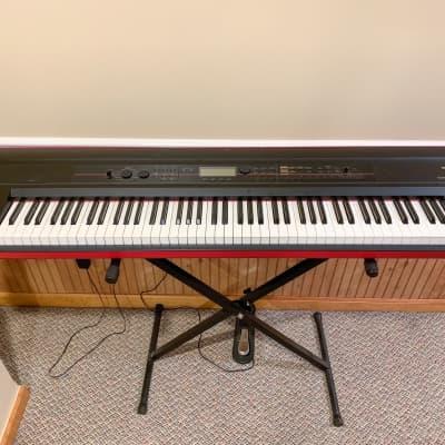 Korg Kross 88-Key Digital Synthesizer Workstation + Korg Case