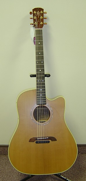 Alvarez Yairi Dy62c Cutaway Acoustic With Pickup Preamp