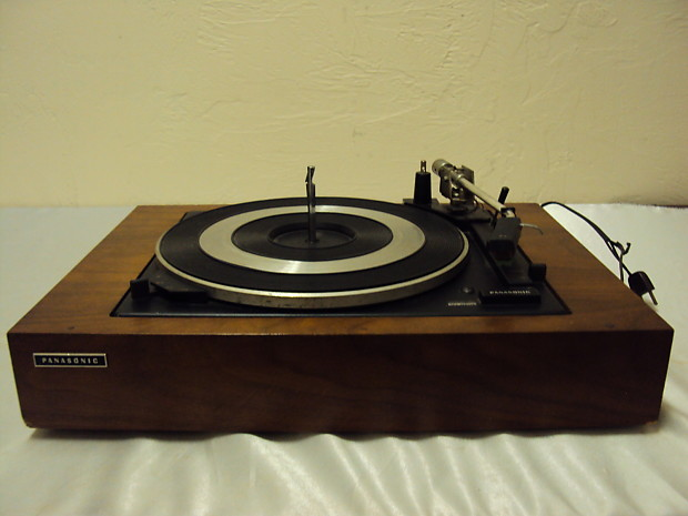 Vintage Panasonic SL-700 A Turntable for Repair