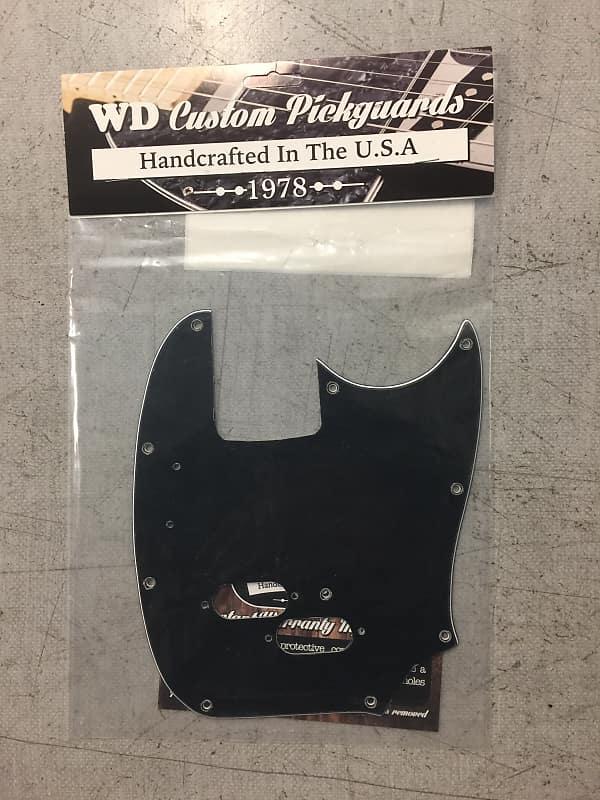 WD Music Pickguard - Fender Mustang Bass Black/White/Black 3-Ply, MB-1503  Black