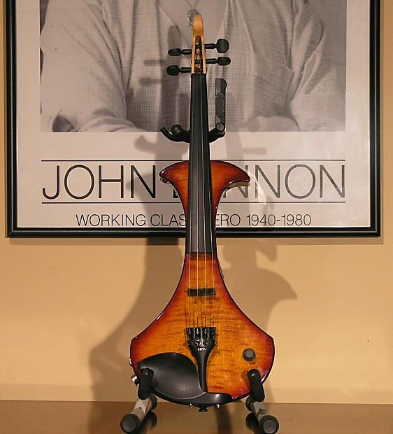 Zeta SV24 Strados Maple Glo Midi Violin One Owner   Den a Zen